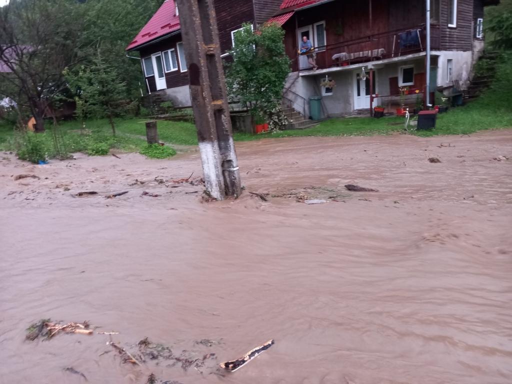 inundatii-brasov-1_e8802.jpg