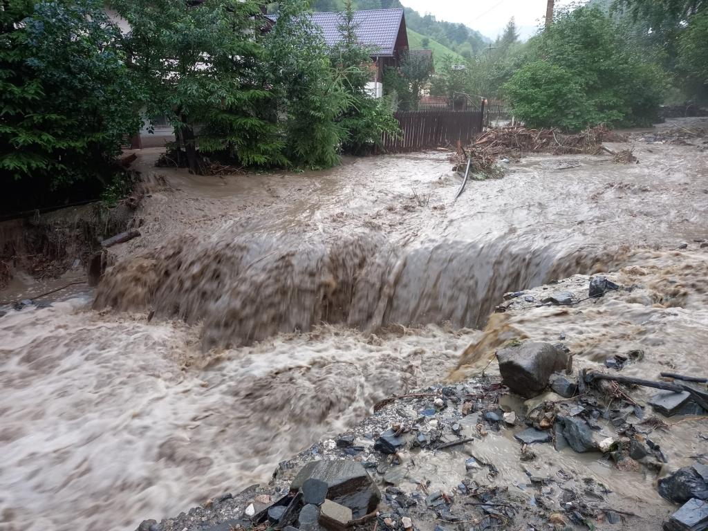 inundatii-brasov-3_b7be9.jpg